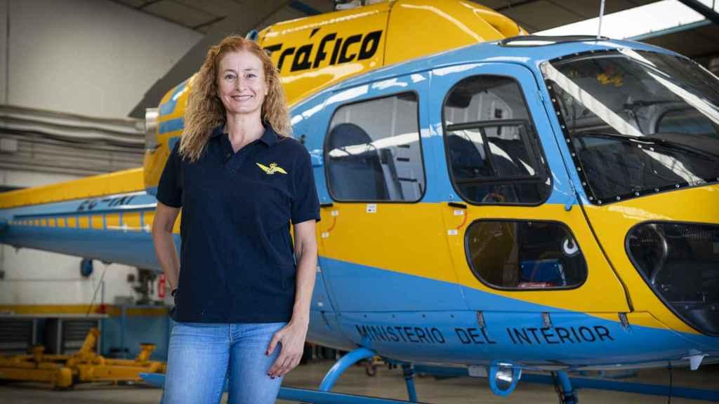 Irene Rivera es jefa de patrulla de los helicópteros de la DGT en Málaga.