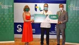 El Hospital de Guadalajara recibe 4.000 euros de Eurocaja Rural por un proyecto de investigación clínica frente al COVID