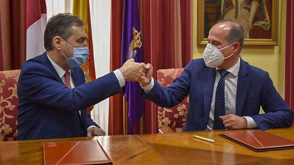El delegado del Gobierno en Castilla-La Mancha, Francisco Tierraseca, y el alcalde de Guadalajara, Alberto Rojo, en una imagen de este lunes