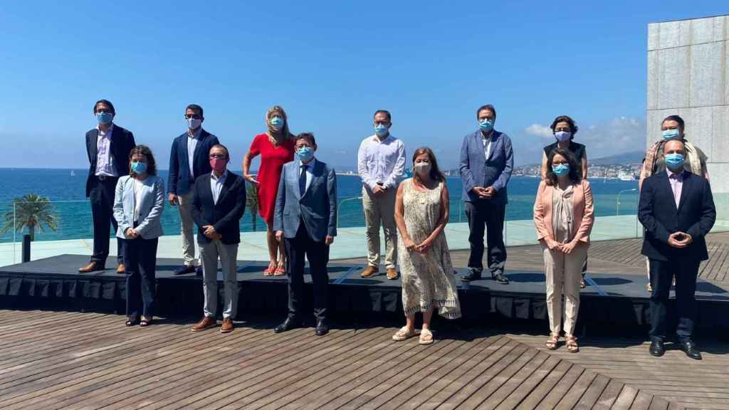 Participantes en la cumbre entre los gobiernos valenciano y balear. EE