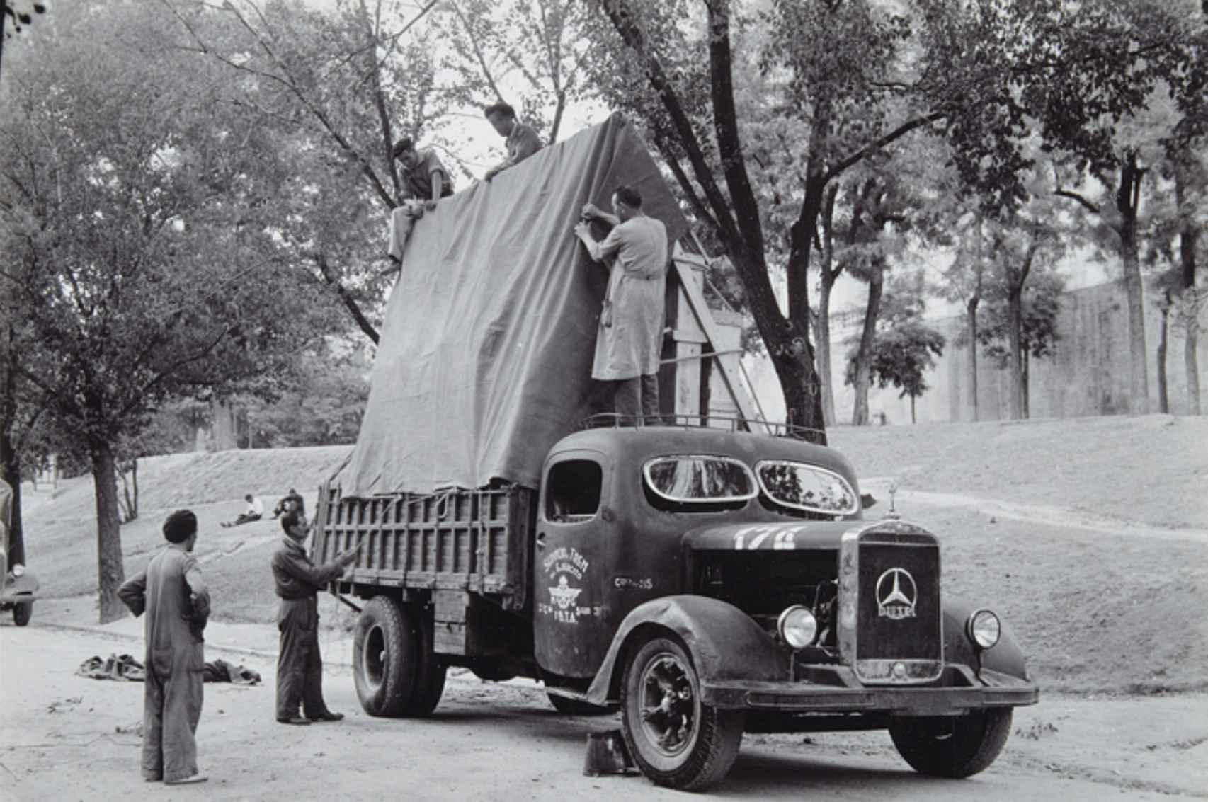 Camión militar cedido para el transporte de obras del Museo del Prado.