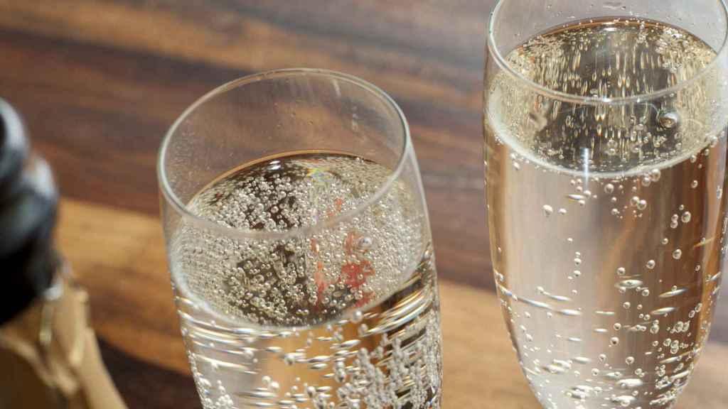 Dos copas de champán, mejor que una.