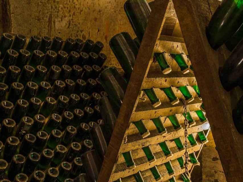 Botellas de champagne en rima.