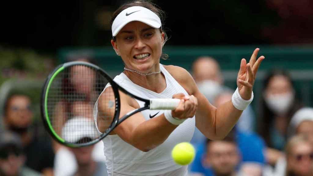 Paula Badosa, ejecutando un golpe en Wimbledon