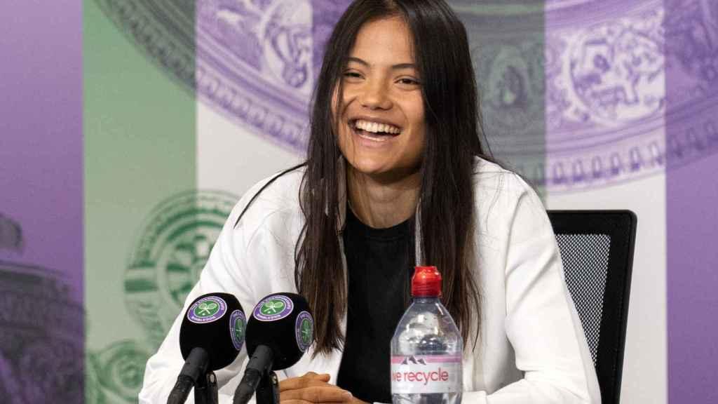 Emma Raducanu en una rueda de prensa en Wimbledon