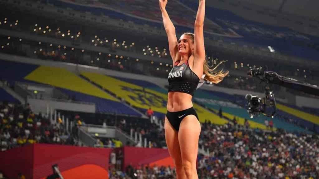 Alysha Newman, durante la final de salto de pértiga del Campeonato del Mundo de Atletismo en Doha