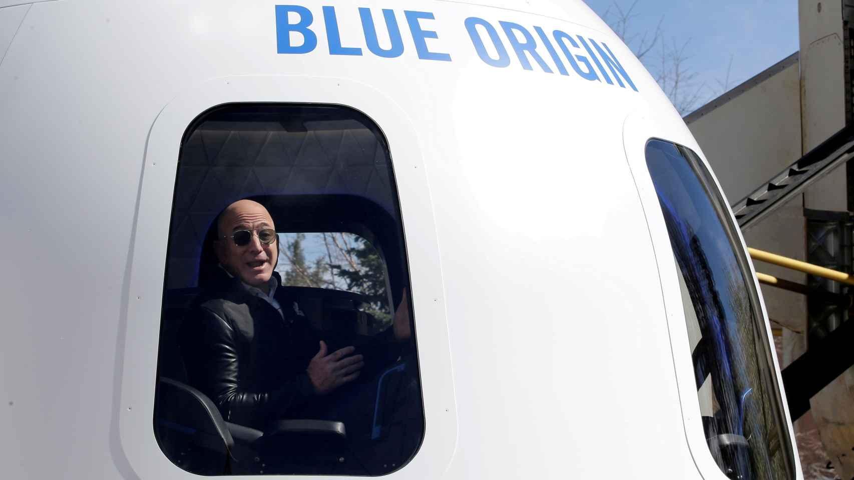 Jeff Bezos dentro de la cápsula New Sephard