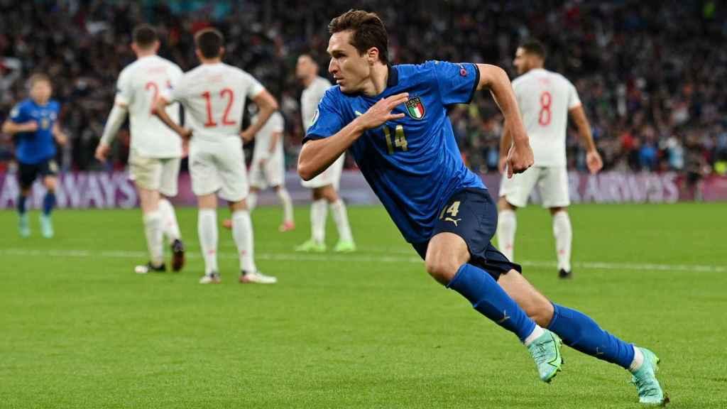 Federico Chiesa celebra su gol a España