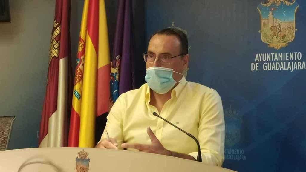 El portavoz municipal de VOX en el Ayuntamiento de Guadalajara, Antonio de Miguel