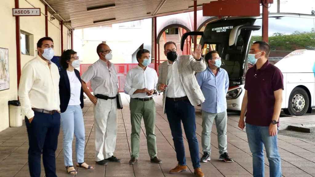 Visita de las autoridades a la estación de autobuses de Guadalajara