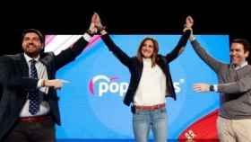 La alcaldesa de Archena, Patricia Fernández, junto a los líderes populares Fernando López Miras y Teodoro García Egea.