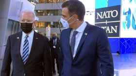 Joe Biden y Pedro Sánchez, durante su breve paseo.
