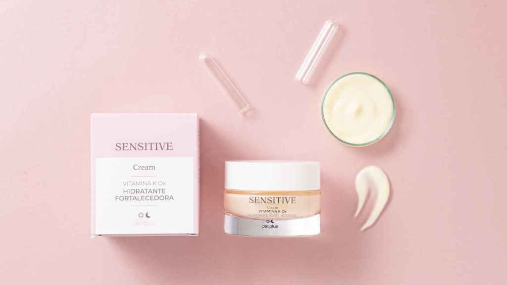 The facial cream of the 'Sensitive' line is made up of vitamin K.