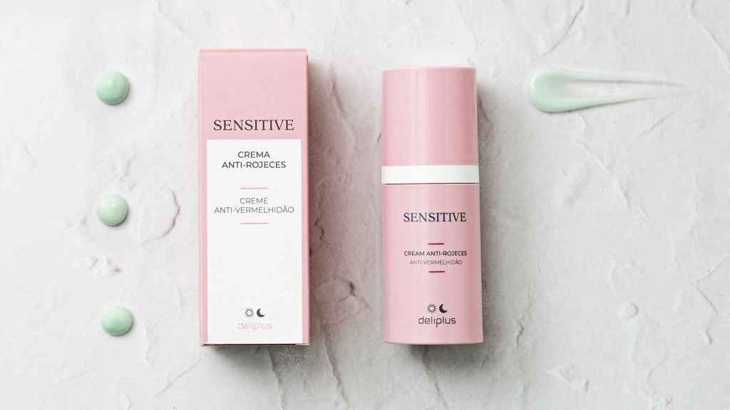 The anti-redness cream from the Sensitive line is responsible for soothing and hydrating the skin.