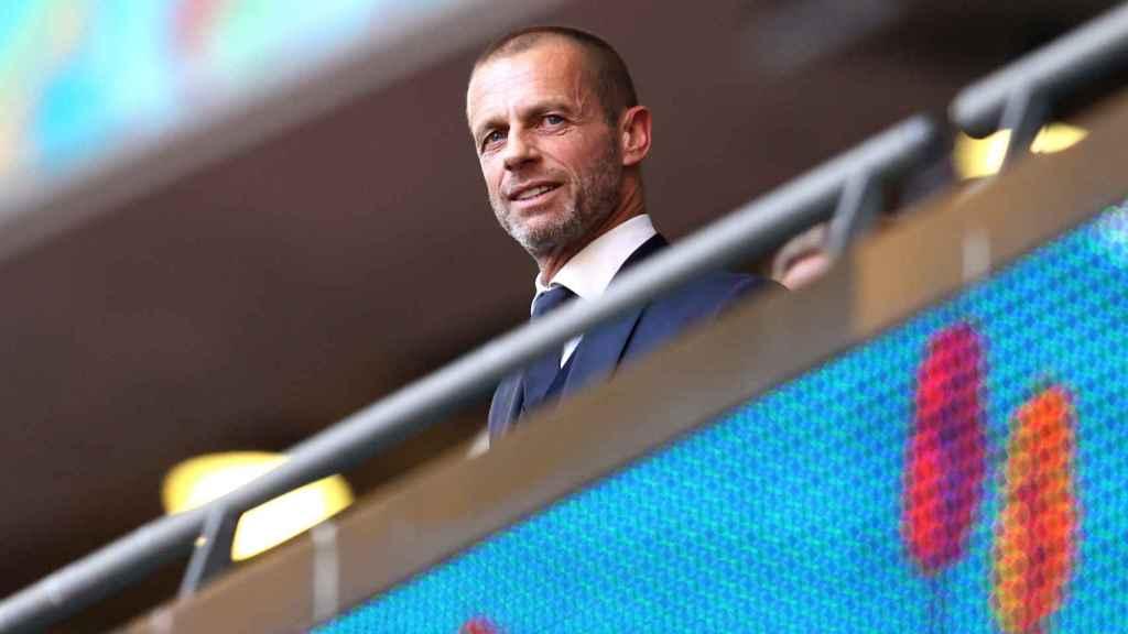 Aleksander Ceferin, presidente de la UEFA, en el palco de la Eurocopa