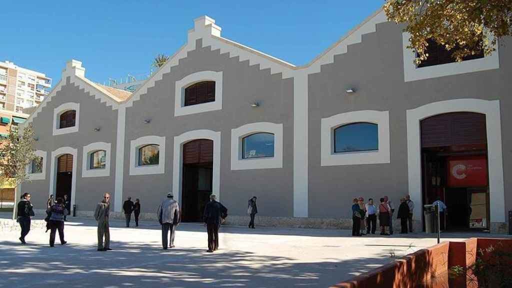 El Centro Cultural Las Cigarreras se encuentra en la calle San Carlos de Alicante.