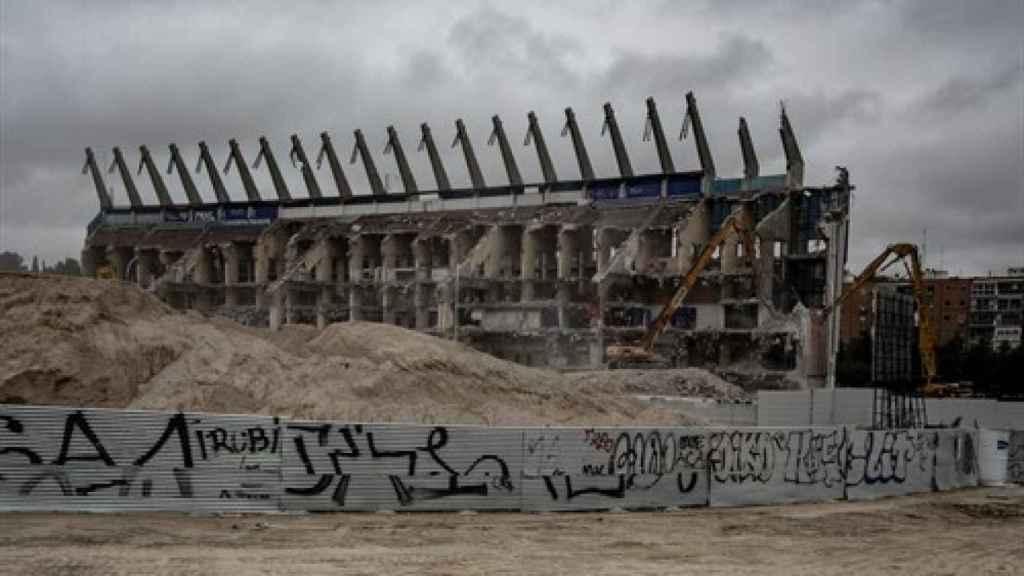 Imagen del Vicente Calderón antes de ser completamente derruido.