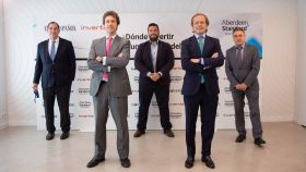De izquierda a derecha: Santiago Rubio de Casas (CaixaBank); Javier Turrado (Bankinter Gestión de Activos); Rubén Escudero (Invertia); Álvaro Antón (Aberdeen Standard Investments) y Ángel de Benito García (Santander Private Banking).