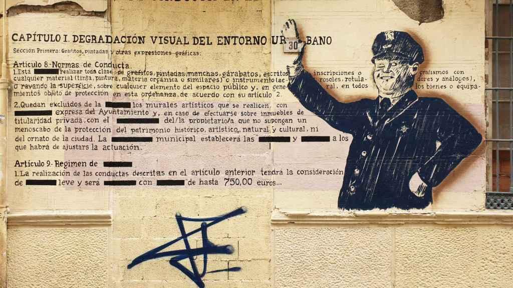 Un mural sobre las normas en calle Ollerías.
