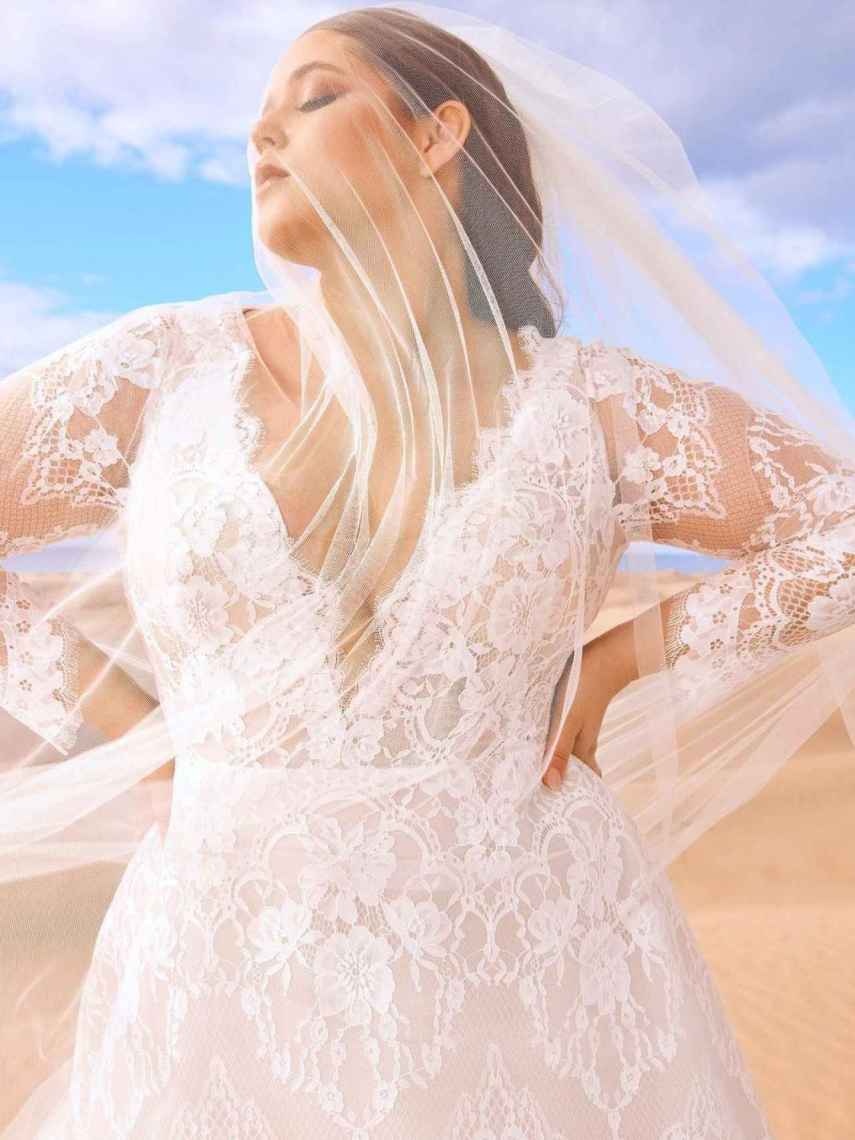 The bridal firm presents sizes from 32 to 60.