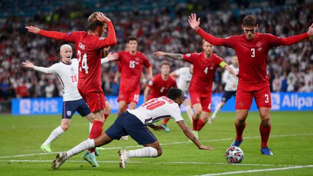 Sterling cae al suelo en el Inglaterra - Dinamarca