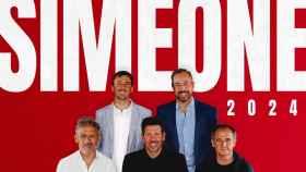 'Cholo' Simeone y su cuerpo técnico anunciando la renovación en 2021