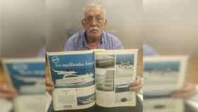 Farkhab mostrando uno de las embarcaciones de lujo que construía su empresa.