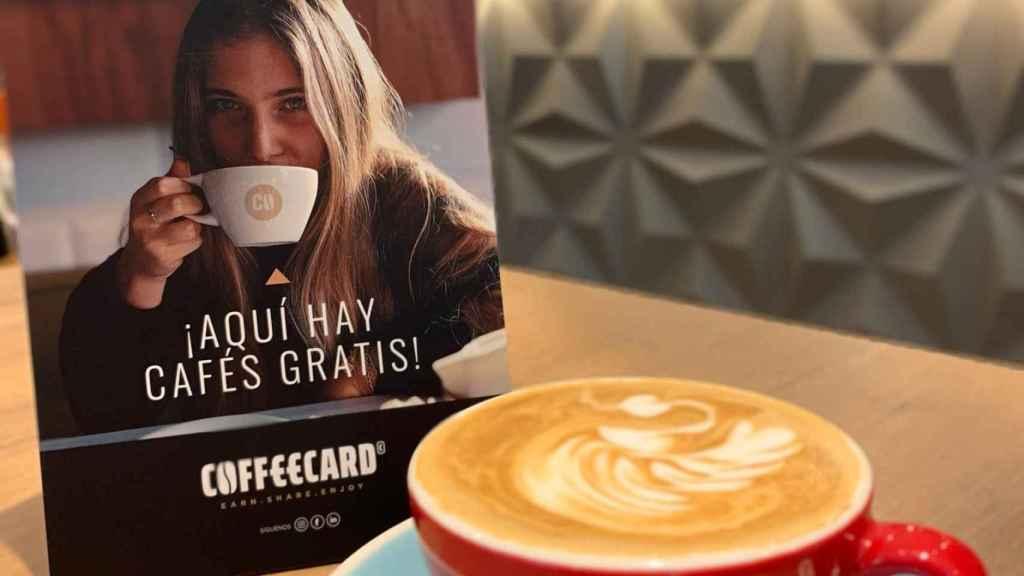 Mesa de una cafetería de la red de locales asociados a Coffeecard.