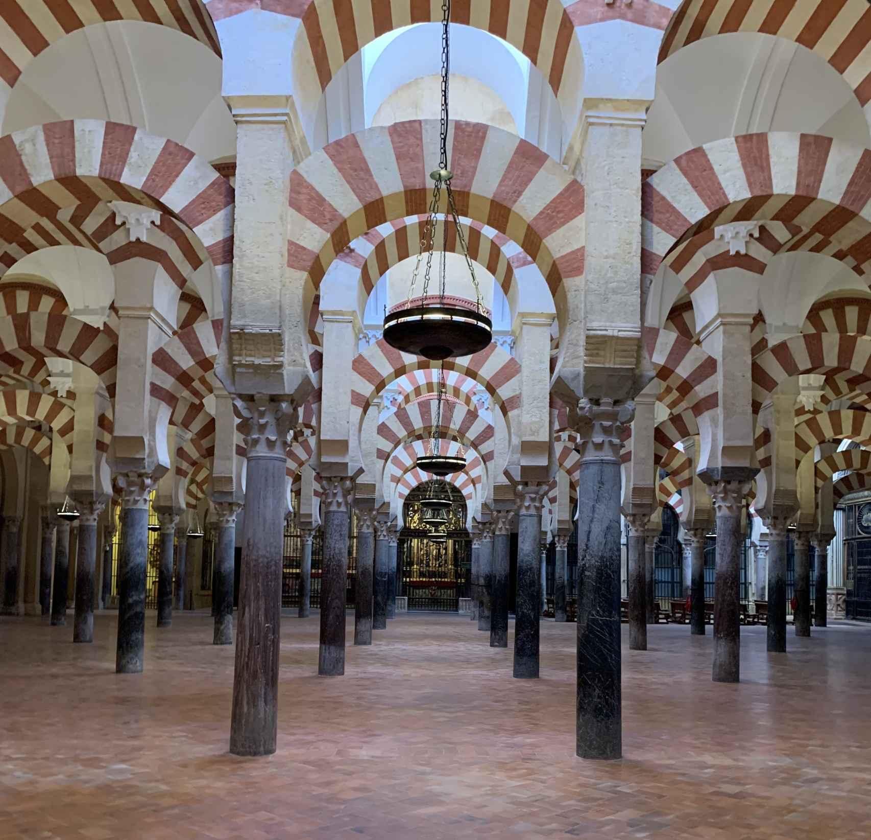 Interior de la Mezquita-Catedral de Córdoba en la zona de la ampliación de Almanzor.