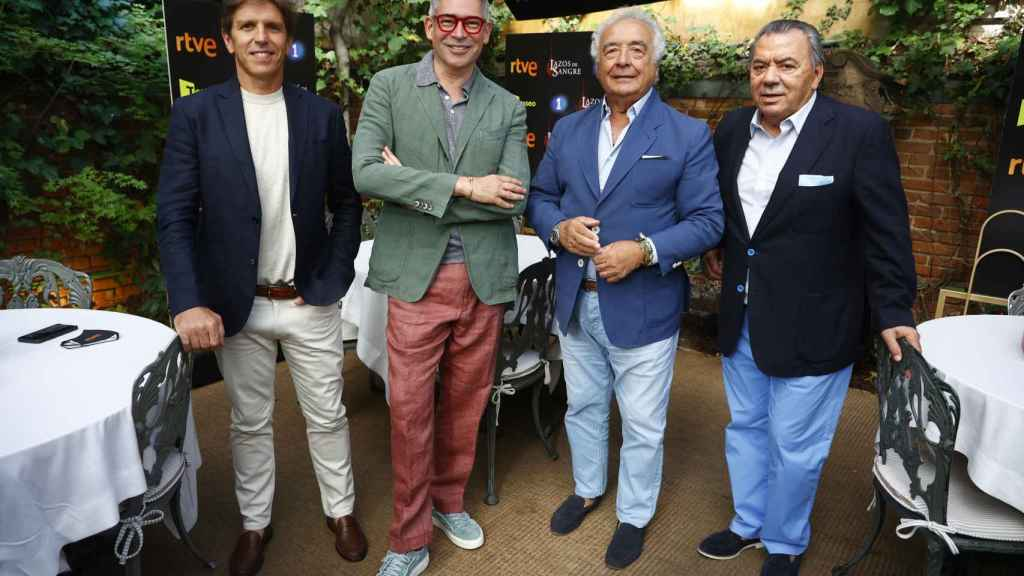 Manuel Díaz, junto a Boris Izaguirre y 'Los del Río', en la presentación del programa de Televisión Española.