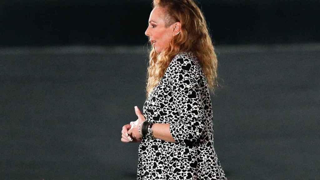 Rocío Carrasco luciendo un traje de corazones de Zadig & Voltaire.