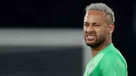 Neymar, durante un calentamiento con Brasil