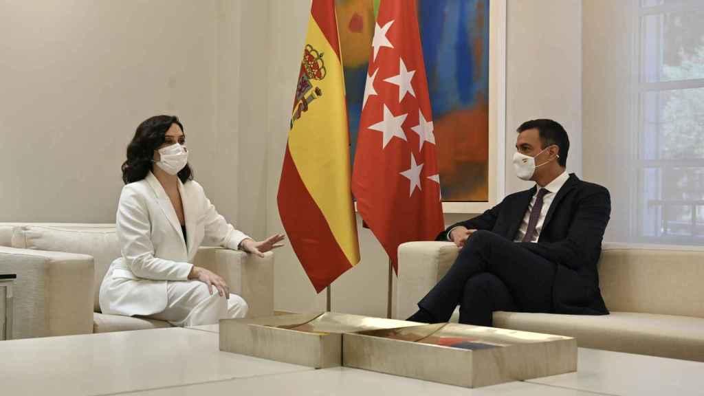 La presidenta de Madrid, Isabel Díaz Ayuso, y el presidente del Gobierno, Pedro Sánchez, reunidos en Moncloa.