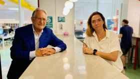 Jean-Paul Devai (cofundador y CEO) y María Muntaner (cofundadora y CMO) en una de las cafeterías de Coffeecard.