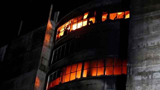 La fábrica de alimentos, en llamas.