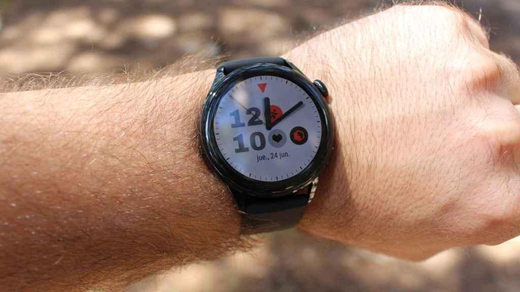 El Huawei Watch 3 con otra esfera diferente.