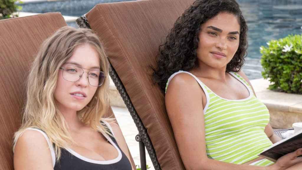 Sydney Sweeney y Brittany O'Grady en el primer episodio de 'The White Lotus'.