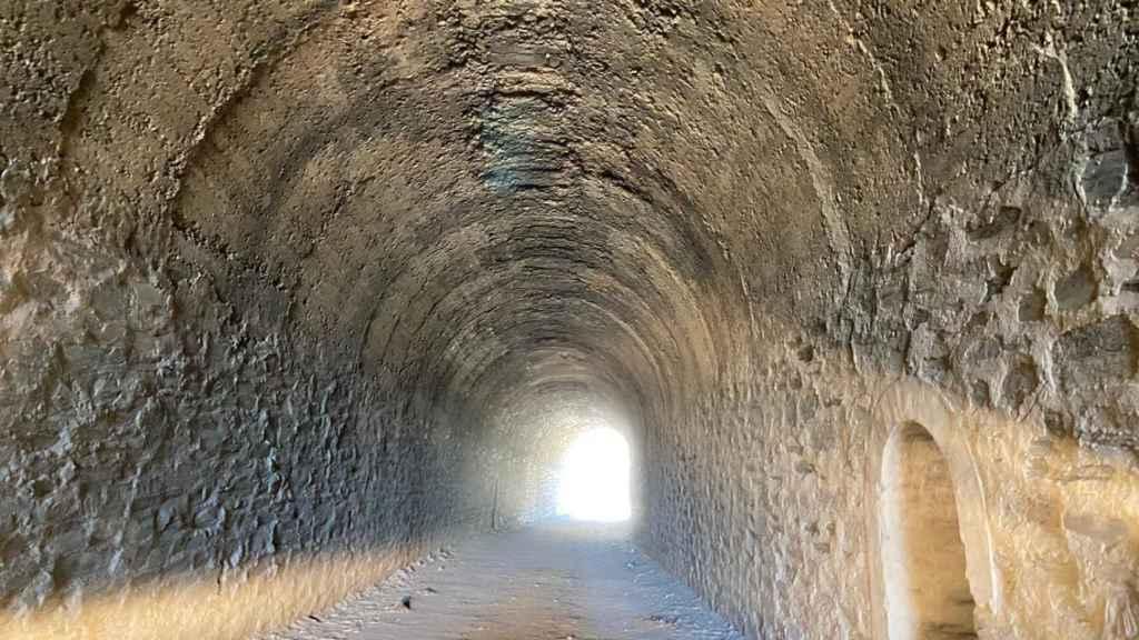 Túneles de las antiguas minas en La Carolina. Hay luz al final.