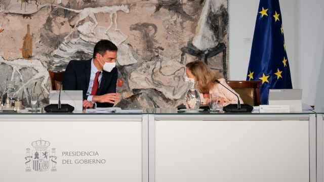 Pedro Sánchez y Nadia Calviño durante un consejo de ministros.