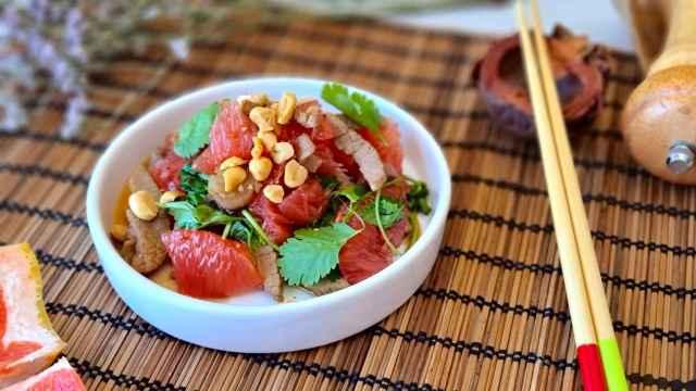 Ensalada vietnamita de pomelo y ternera, una receta fácil y veraniega