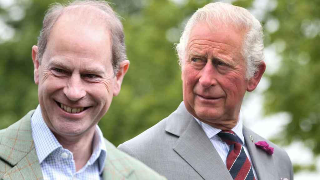 El príncipe Carlos y su hermano Eduardo en un montaje de JALEOS.