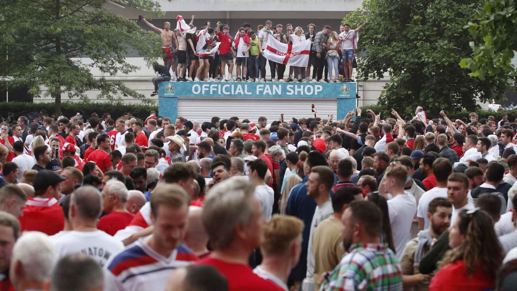 Las aglomeraciones y los altercados entre aficionados británicos antes de la final de la Eurocopa entre Italia e Inglaterra