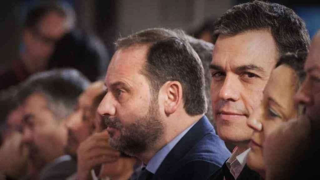 Pedro Sánchez, junto al ex secretario de Organización del PSOE, José Luis Ábalos.