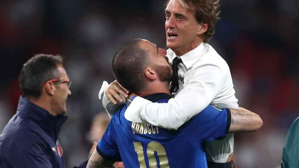 Roberto Mancini y Leonardo Bonucci celebran el triunfo de Italia en la Eurocopa