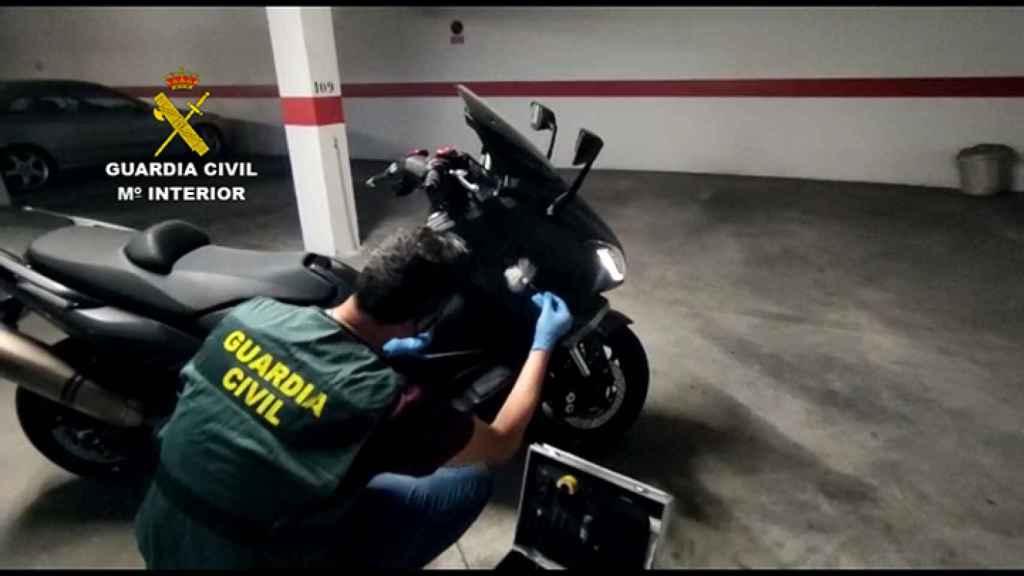 Una de las motos que adquirió con el préstamo a nombre de su amigo.