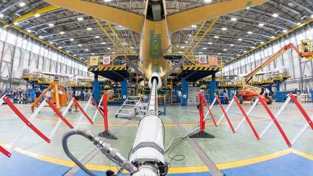 Instalación de la pértiga al A330 MRTT en Getafe