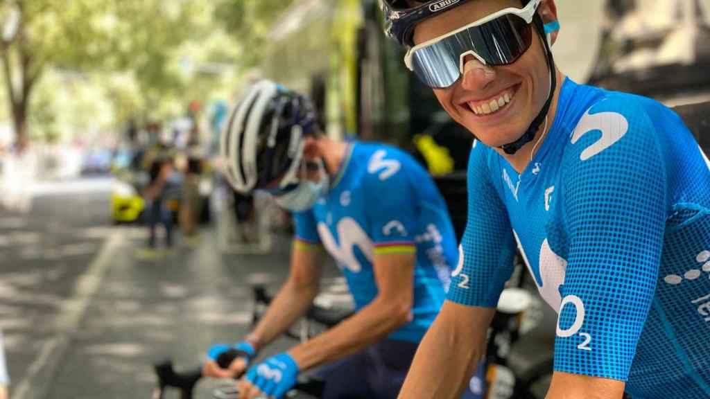 Enric Mas, con Alejandro Valverde en el Tour de Francia 2021