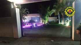 La Policía Local de Alicante disuelve una una fiesta ilegal en un chalet en La Cañada.