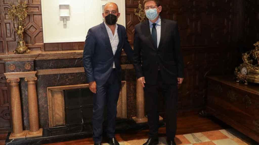 Ximo Puig y el presidente de Riegos del levante, Javier Berenguer, en el Palau de la Generalitat.