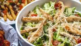 Cómo preparar una ensalada de salsa césar con pollo